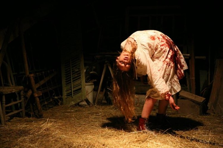 the-exorcism-of-emily-rose-2005-filmloverss