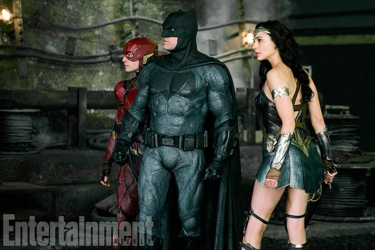 JUSTICE LEAGUE (2017) (L-r) EZRA MILLER as The Flash, BEN AFFLECK as Batman and GAL GADOT as Wonder Woman Credit: Clay Enos/ ™ & © DC Comics/Warner Bros.