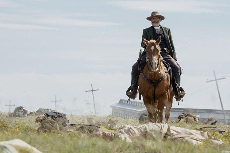 jeff-danielslı-western-dizisi-godlesstan-yeni-fragman-yayınlandı-filmloverss