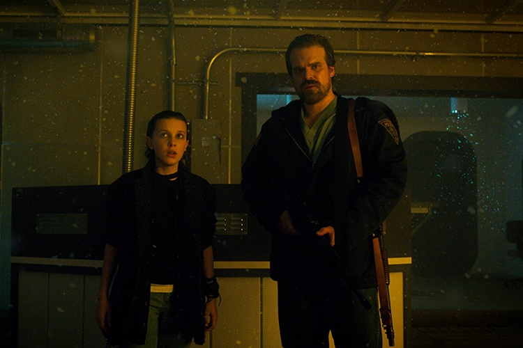 david-harbour-stranger-things-3-sezonla-ilgili-konustu-2-filmloverss