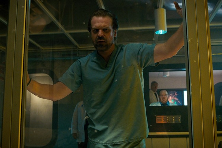 david-harbour-stranger-things-3-sezonla-ilgili-konustu-filmloverss