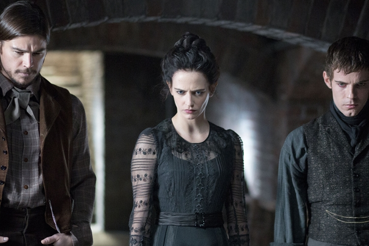 Josh Hartnett as Ethan Chandler, Eva Green as Vanessa Ives and Harry Treadaway as Dr. Victor Frankenstein in Penny Dreadful (season 1,episode 4). - Photo: Jonathan Hession/SHOWTIME - Photo ID: PennyDreadful_104_0754