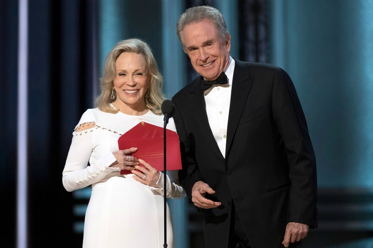 THE OSCARS(r) - The 89th Oscars(r) broadcasts live on Oscar(r) SUNDAY, FEBRUARY 26, 2017, on the ABC Television Network. FAYE DUNAWAY, WARREN BEATTY