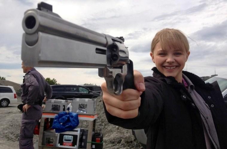 Chloe-Moretz-on-the-set-of-Kick-Ass-2-Filmloverss