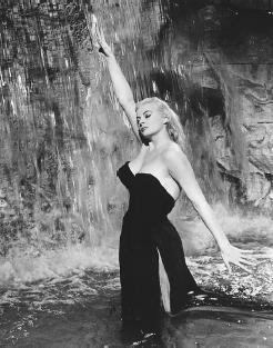 La Dolce Vita  Film Movie Plot and Review  Publications