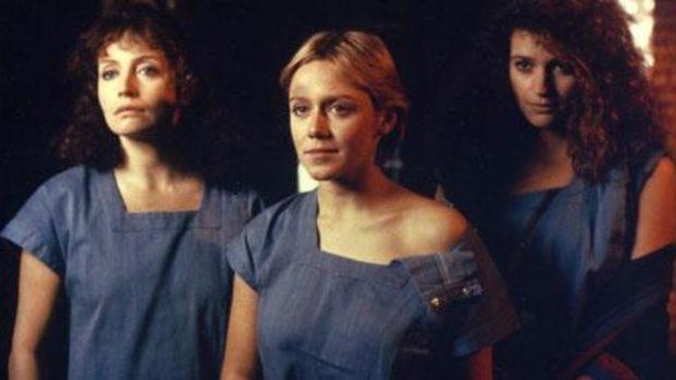 Lenore Zann (c.), Louise Marleau (g.) et Alberta Watson (d.) dans Black Mirror de Pierre-Alain Jolivet