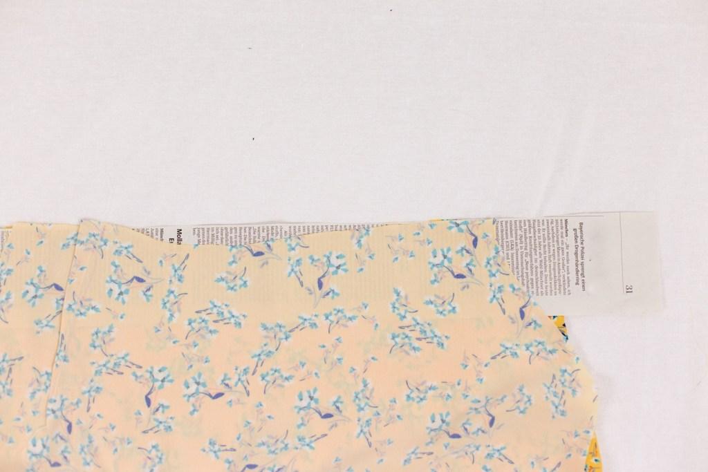 Rutschige Stoffe mit einer Zeitung nähen