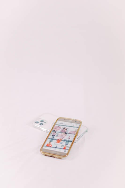 Smartphones mit Instagram Feed