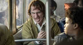Joker (2019) Filmkritik: Der am Lachen leidet.