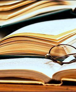 Με τα βιβλία αγκαλιά
