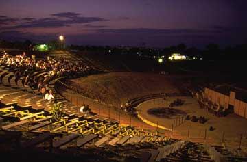 Το αρχαίο ελληνικό θέατρο σε πέντε απλές κινήσεις (βίντεο)