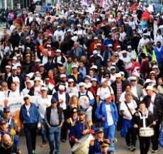 Ο Δήμαρχος Πατρέων… πρωτοστάτης στην πορεία κατά της ανεργίας… περπατώντας από Πάτρα – Αθήνα!