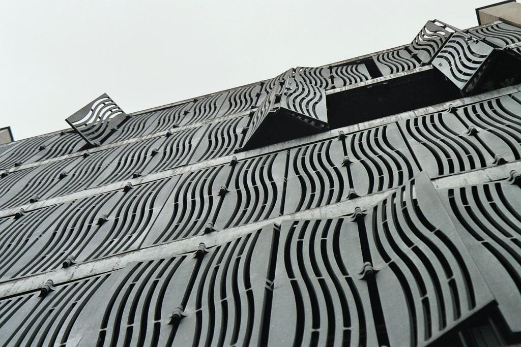 Undulating exterior grating by Herzog  de Meuron 184