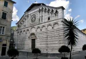 Facciata del Duomo di Carrara