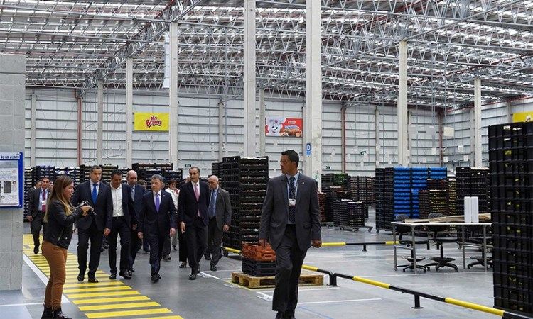 Bimbo opens new plant in Colombia and receives a visit from Colombian President Juan Manuel Santos. (Credit: Presidencia de la República)