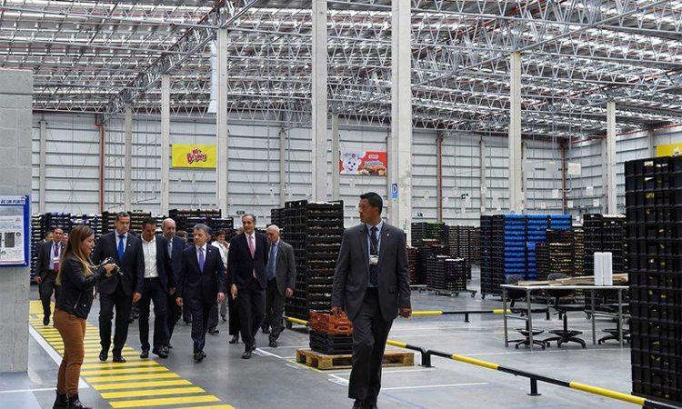 Bimbo opens new plant in Colombia and receives a visit from Colombian President Juan Manuel Santos. (Credit: Presidencia de la República)