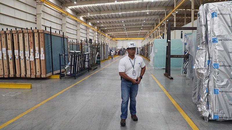 Tecnoglass window-making factory in Barranquilla, Colombia. (Photo credit: Liliana Padierna)