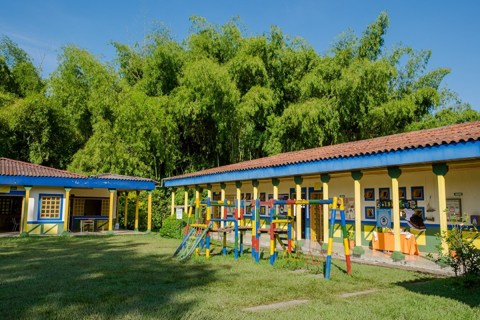 Sede Barragán is small and, like many rural Colombian schools, lacks resources. But the students take great pride in their school, which features the colors and design typical of buildings throughout coffee country. (Credit: Jared Wade)