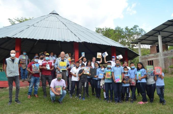 Viva and Fuerza de las Palabras worked in coordination with the Miranda mayor's office, the Casa de la Cultura, and the Colombian army to deliver 2,800 books over three days to the rural and indigenous communities in the region.