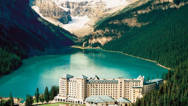 Fairmont-Chateau-Lake-Louise-1