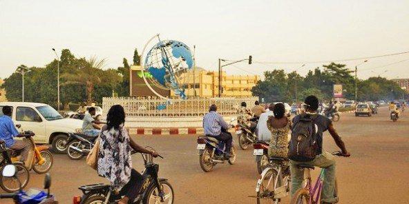 vue-de-la-place-des-nations-unies-au-centre-ville-ouagadougou-nyaba-leon-ouedraogo-ja-2-592x296