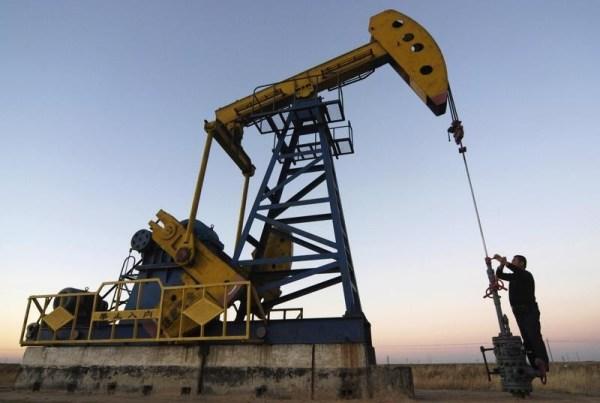 Станок-качалка на нефтяном месторождении в Китае