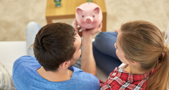 pig family saves FTB money for first time buyer