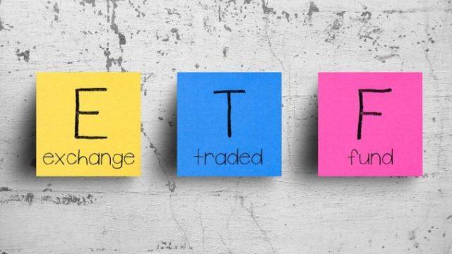 post-it rapppresentanti la sigla etf con l significato completo