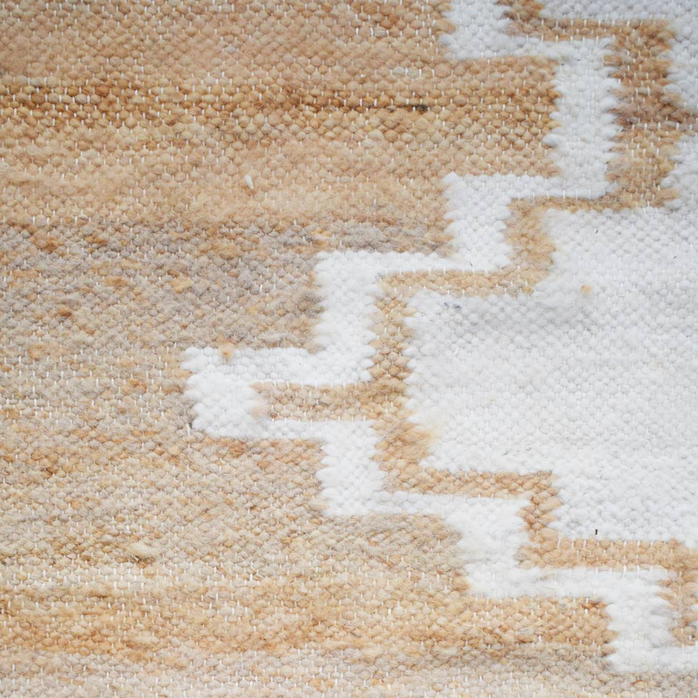 tapis en laine ocre