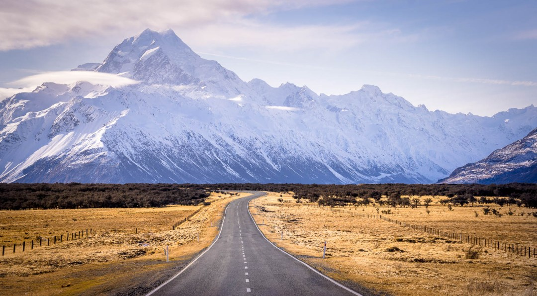 The road leading to Mount Cook National Park in New Zealand