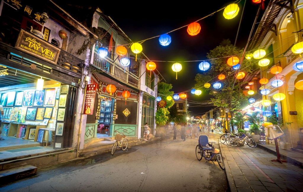 Streets with hanging lanterns and shop fronts in Hoi An