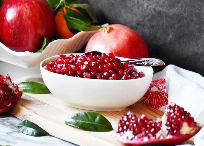 Pomegranate Seeds Mask to Get Pink and Soft Lips