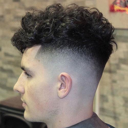 Erkekler İçin Yüksek Fade Bukleler Saç Modelleri