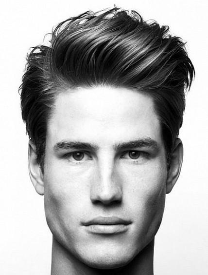 Erkekler için Kalın Combover Saç Modelleri