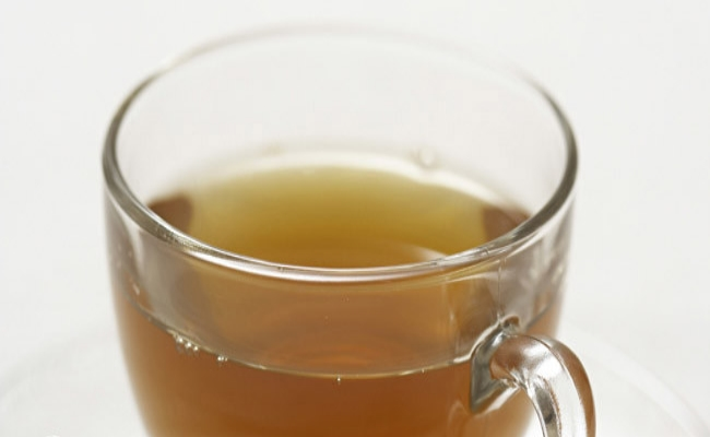 Apple cider vinegar and green tea detox drink