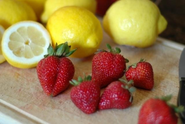 Strawberry Lemon Juice Mask