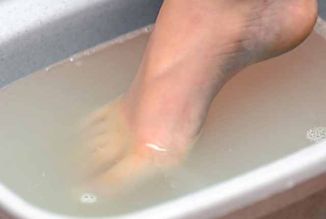 Vinegar And Water Foot Bath