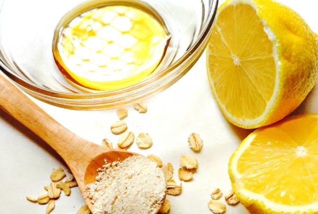 Honey, Lemon And Oatmeal Mask