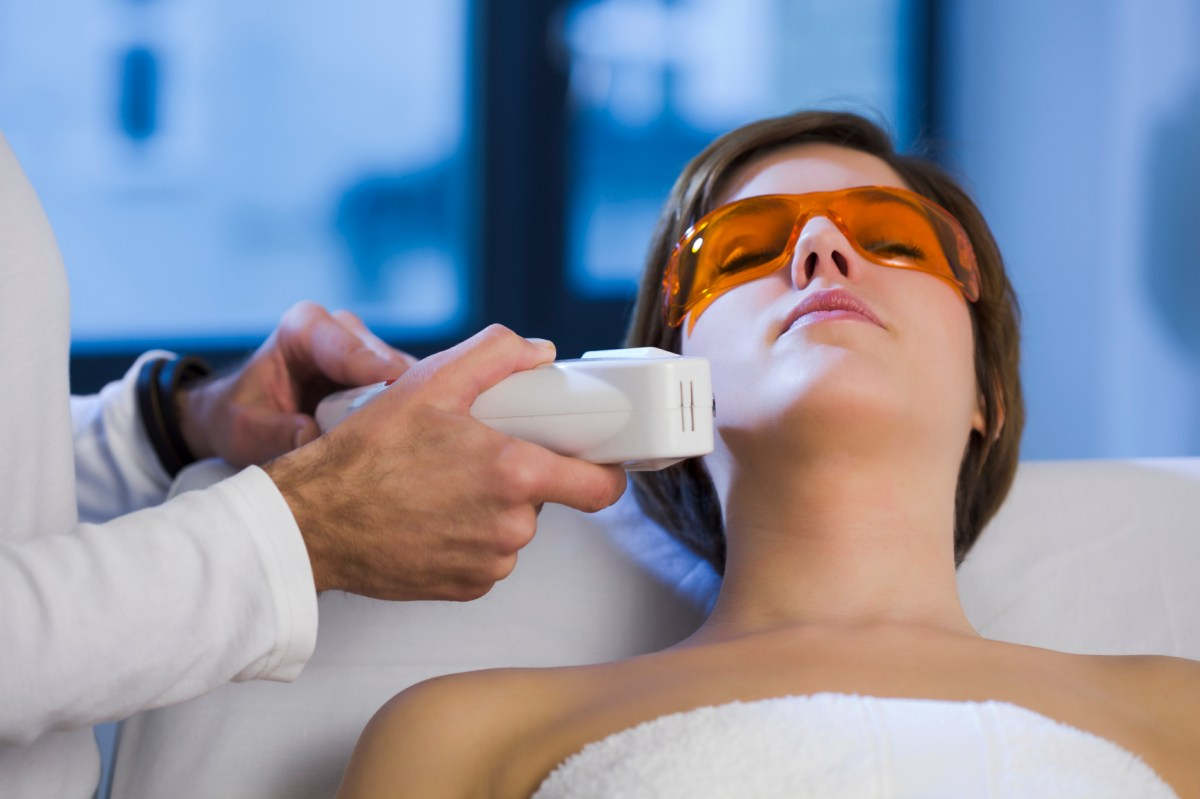 Hollywood Peel: Refreshing Skin Treatment with Carbon Laser Facial