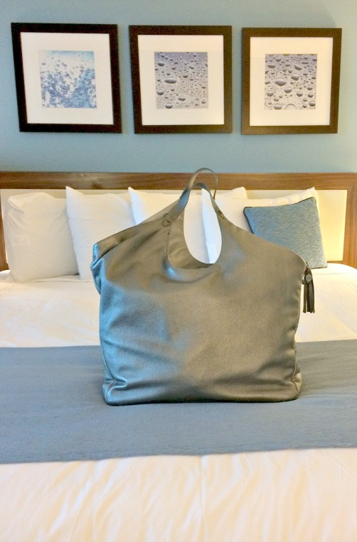 The most stylish understated overnight bag