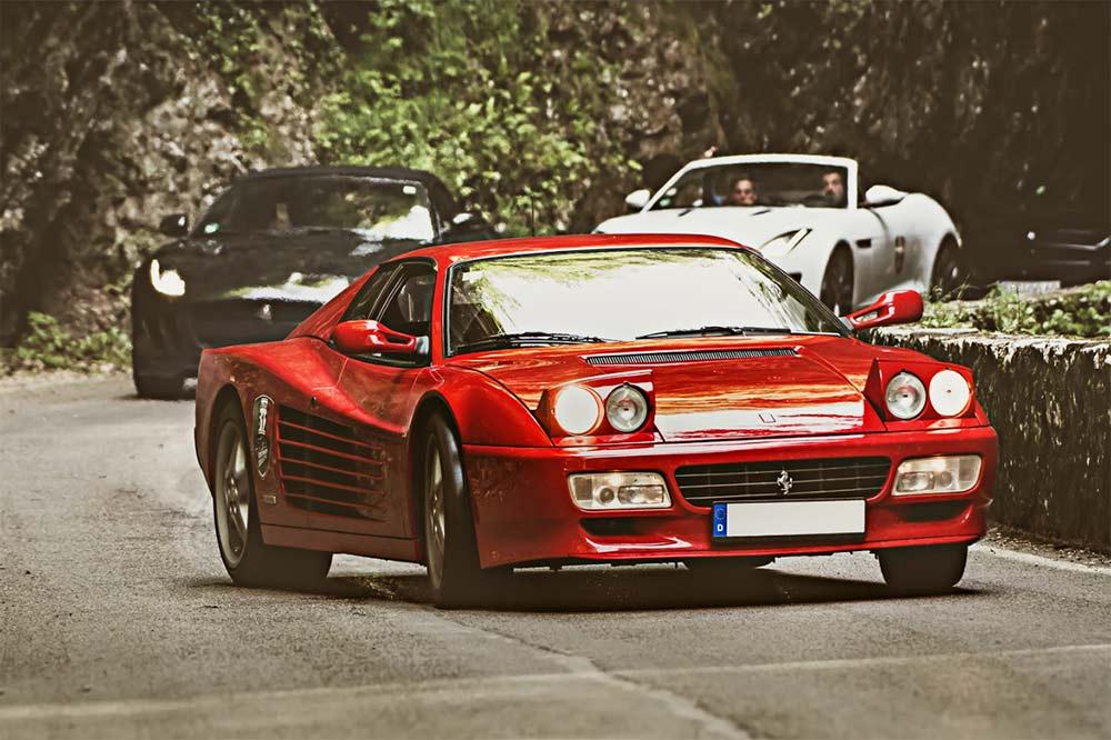 Viele Sportwagenfans treffen sich am Gardasee zum LagoRun 2021