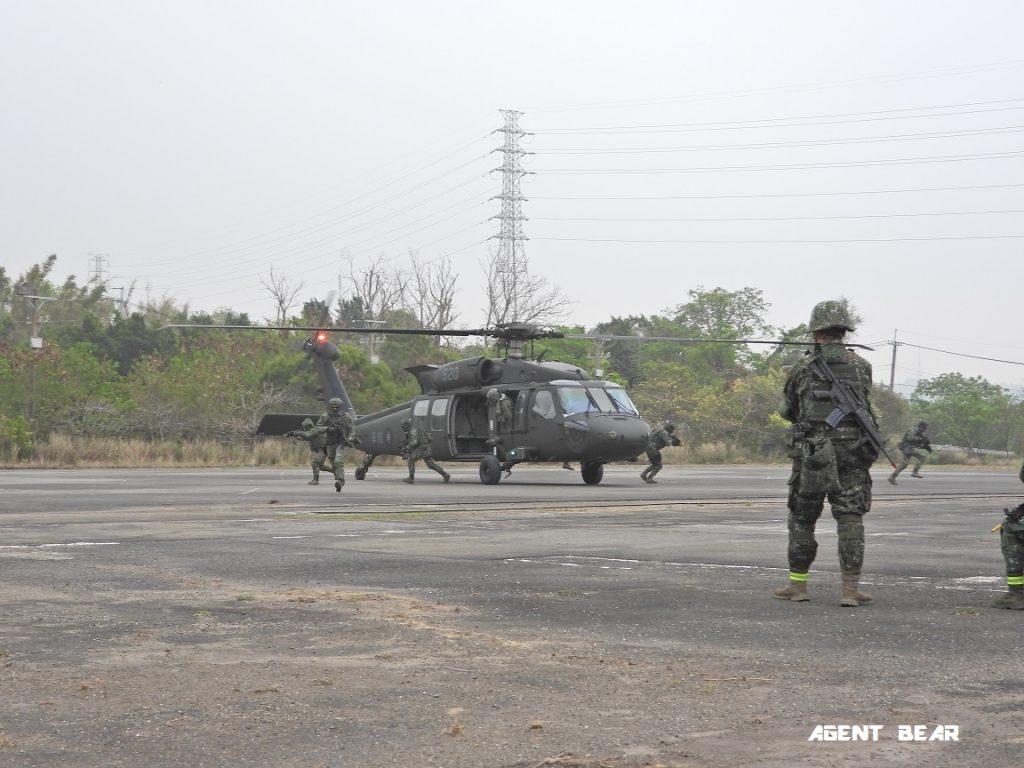 國軍特戰部隊突襲炸毀八卦山敵導航干擾電臺(28P)   指傳媒
