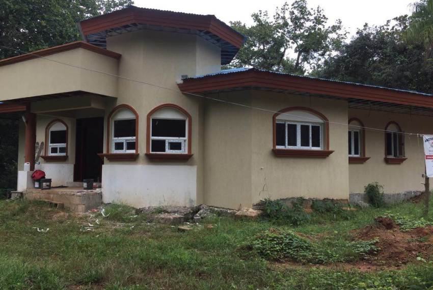 Casa Jardin with construction