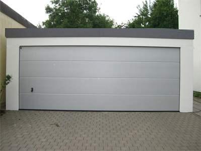 Bild Garage, Großraumgarage mit großem Tor, Sektionaltor