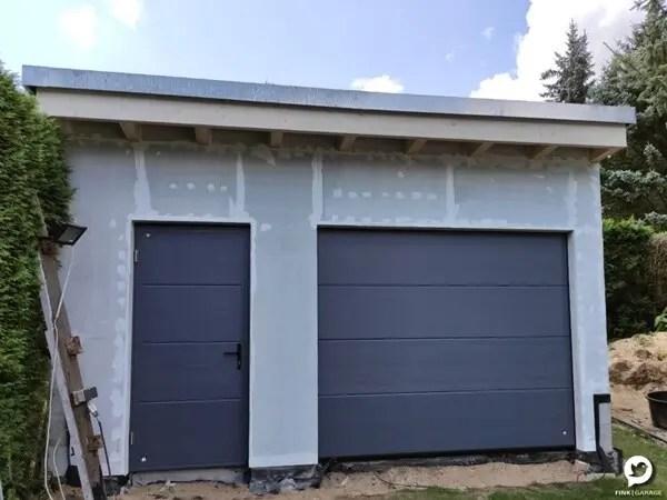 Fink Garage Frontseite Tor Tür Dachüberstand Holzständerbauweise