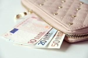 financial benefits of blogging / reasons why you need to start a blog / benefits of blogging via www.finsavvypanda.com
