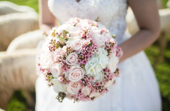 how to save money on a wedding - wedding on a budget