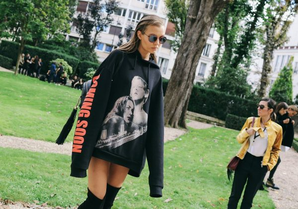 12-pfw-ss17-street-style-day-23