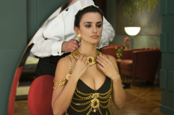 broken-embraces-2009-001-penelope-cruz-necklace_0
