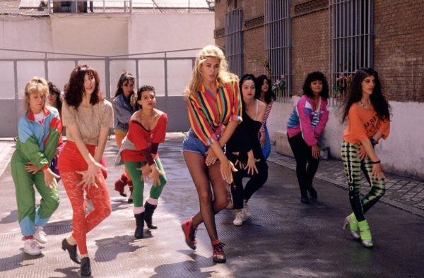 high-heels-1991-002-bibiana-fernandez-choreography-with-dancers-on-street
